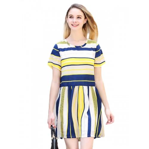 فستان قصير مخطط بأكمام قصيرة