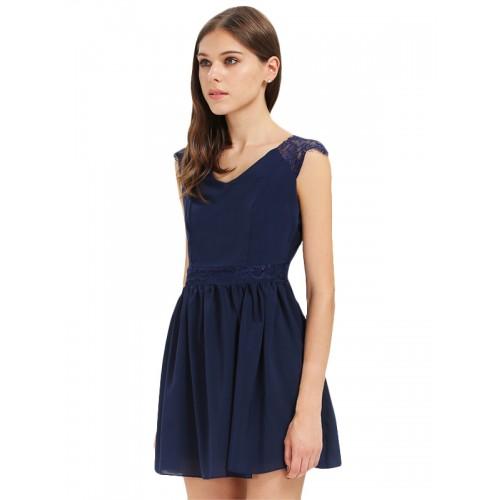 فستان عاري الظهر بتصميم مثير
