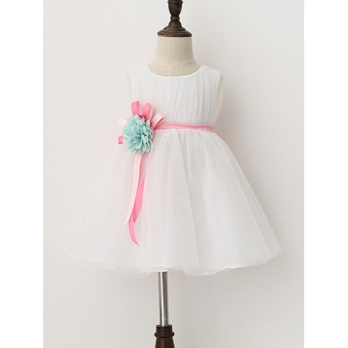 fa97a6abd991b فستان بيبي بنّاتي بلا أكمام رقبة مدورة وخصر بشريط مزيّن بزهرة