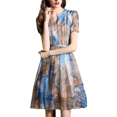 فستان شيفون بطباعة جميلة وكشكشة متدرجة